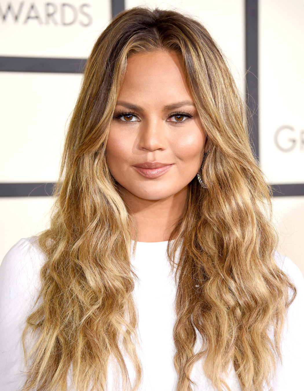 chrissy-teigen-beach-wave-curls