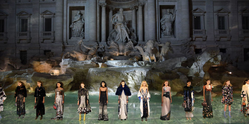 landscape-1467984593-hbz-fendi-couture-show-trevi-fountain