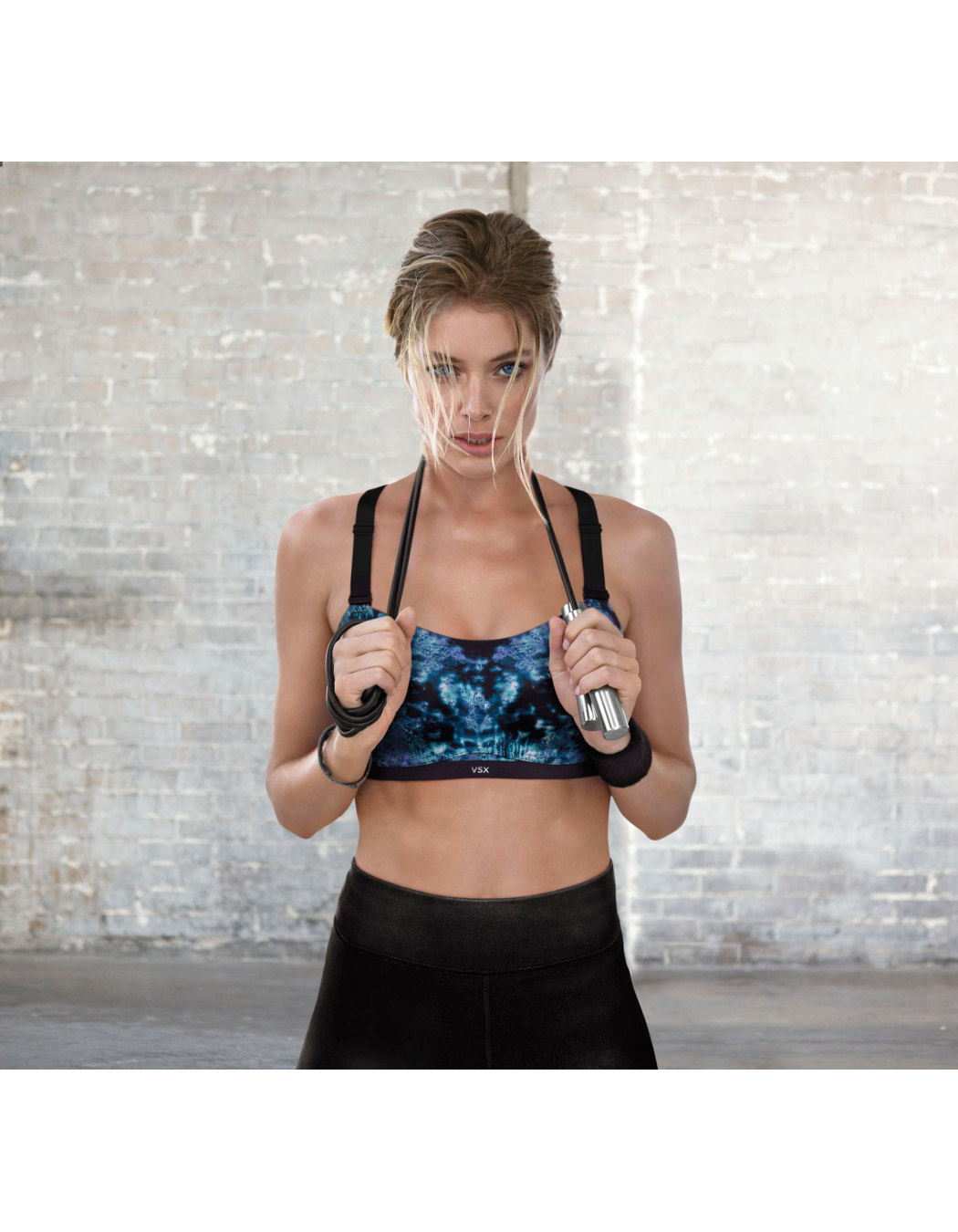 victorias-secret-sport-ultimate-2014-doutzen-sport-bra-hi-res